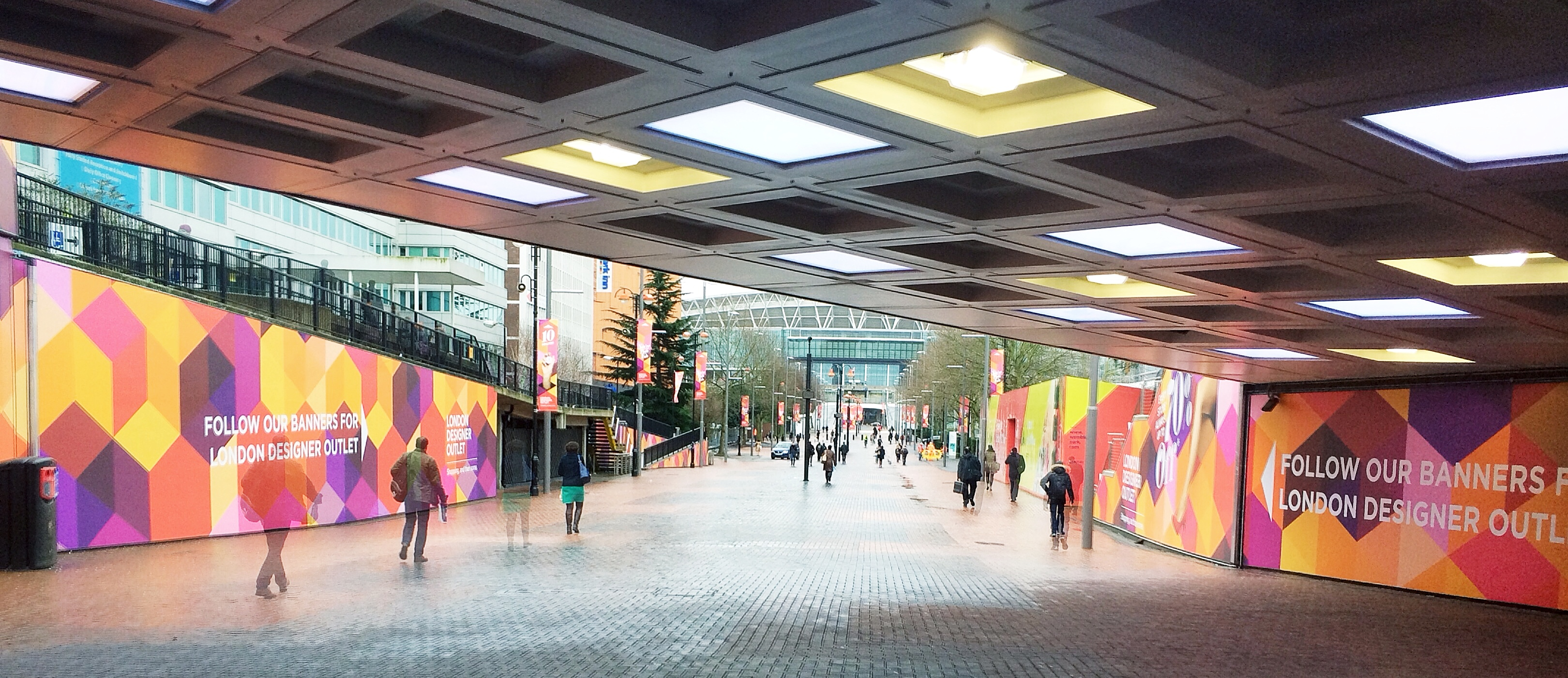 Bargain hunting at london designer outlet for Outlet design