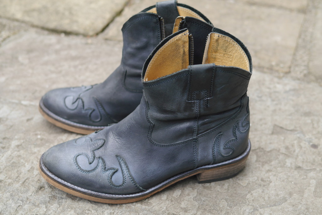 Annie boots in charcoal